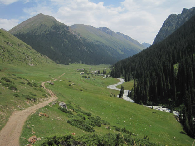 The Altyn Arashan valley