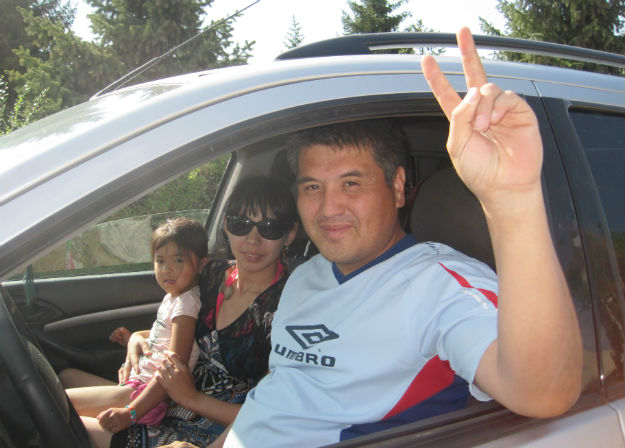 kyrgyz hitchhiking family