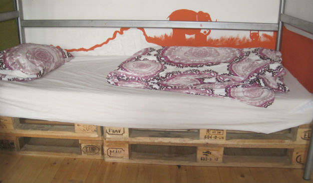 ananas hostel bed
