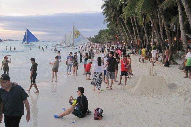 boracay crowds
