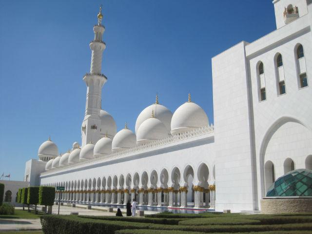 abu dhabi mosque outside