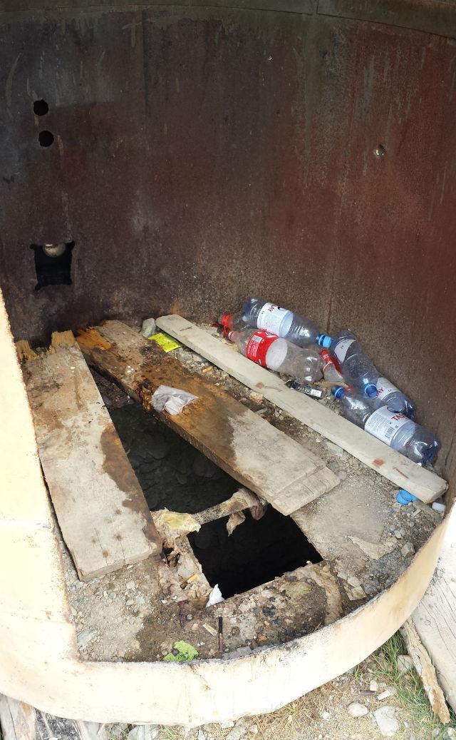 border toilet open